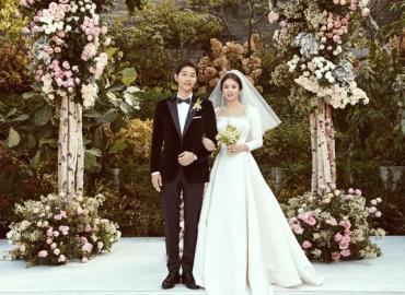 Làm chú rể nên mặc mấy bộ vest trong tiệc cưới của mình ?
