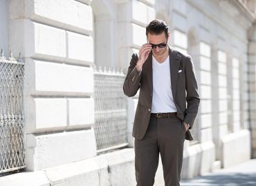 """Cách mặc áo vest nam mà không """"bị già"""" trước tuổi"""